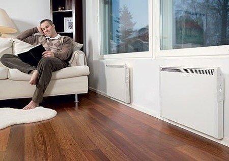 C настенным электрическим конвектором будет тепло даже у окна!